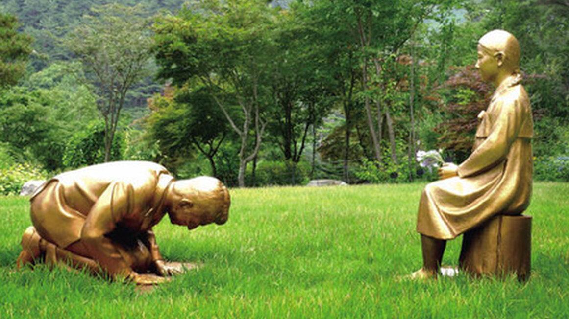 韓国、慰安婦に謝罪する安倍晋三の像を造る