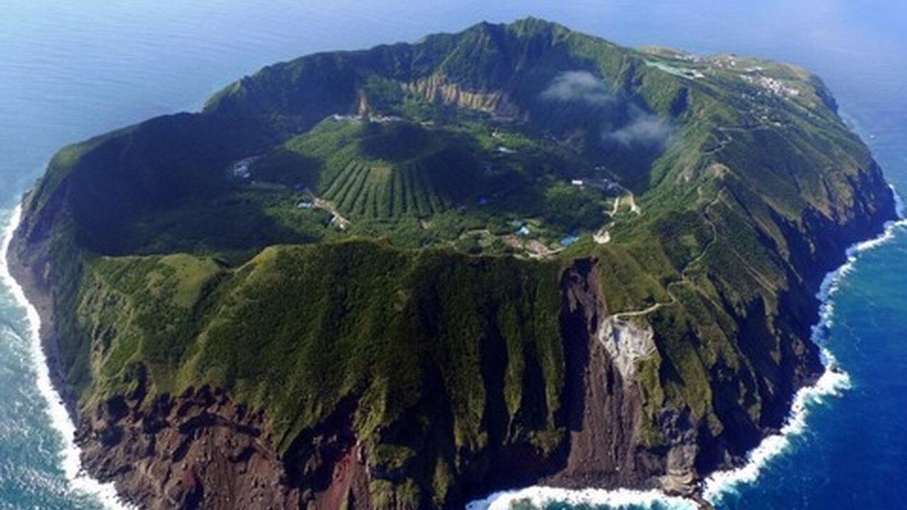 東京都「青ヶ島」とかいう初見で2度見する有人島
