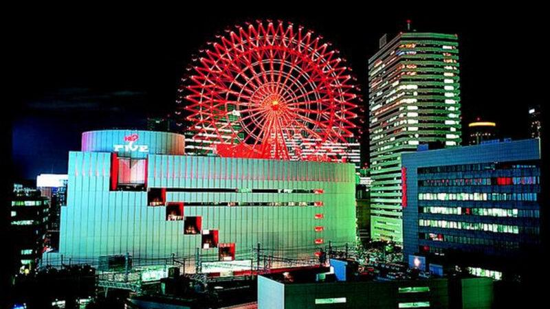 【速報】大阪ヘップファイブ前で飛び降り自殺した男の巻き添えで10代女性意識不明