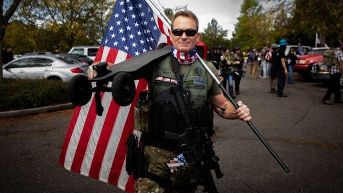 【悲報】アメリカ国民、内戦に備え始めるwwwxxxwww
