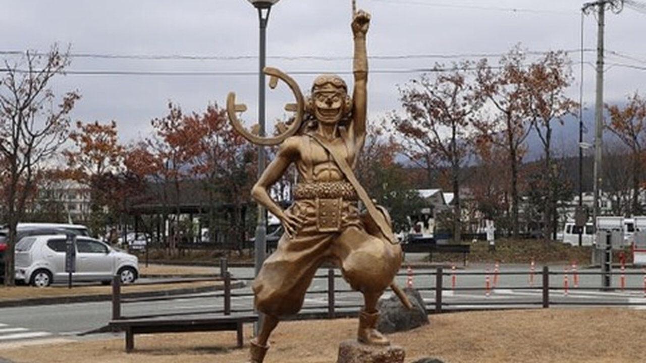 【悲報】ワンピースの銅像、地元で愛されている像をどかして場所を奪い取ってしまうwww