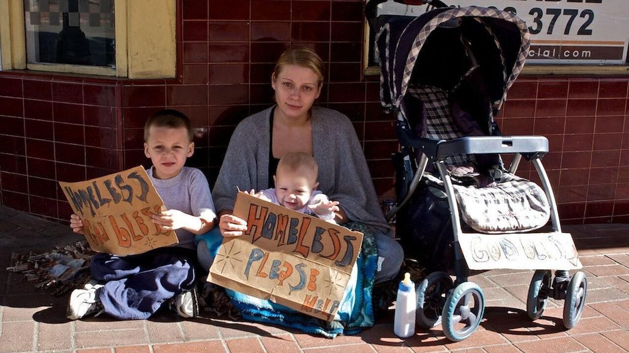 アメリカ「国内に56万人もホームレスが居ます!w」 (※日本は4000人)
