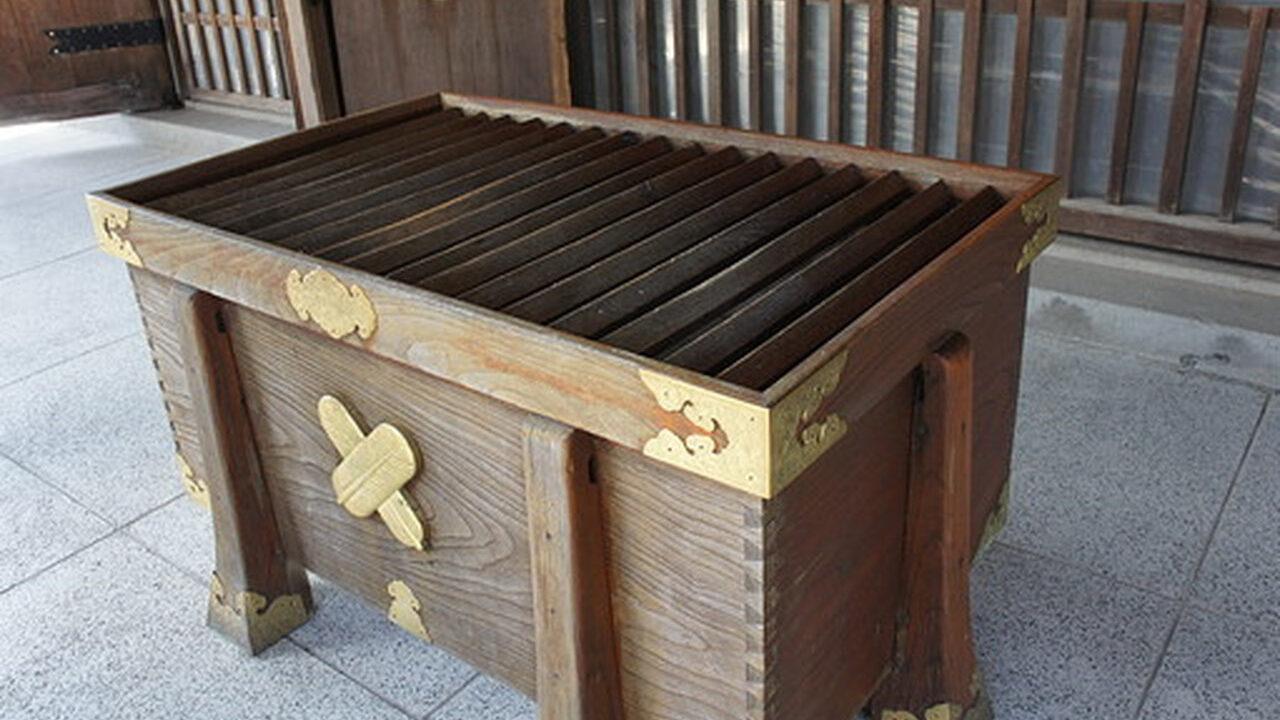 【悲報】神社さん「賽銭箱に一円玉入れるんじゃねえよ」→炎上