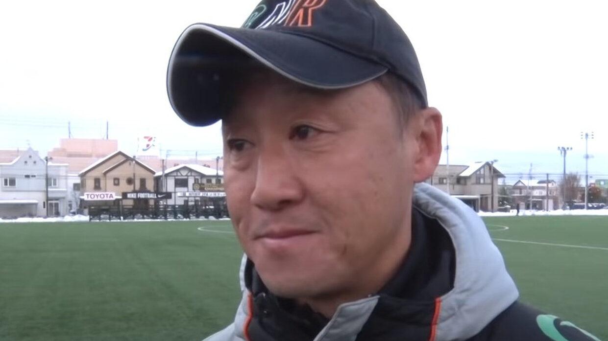 【悲報】青森山田の監督、ロングスローを妨害してるところを拡散されてしまう