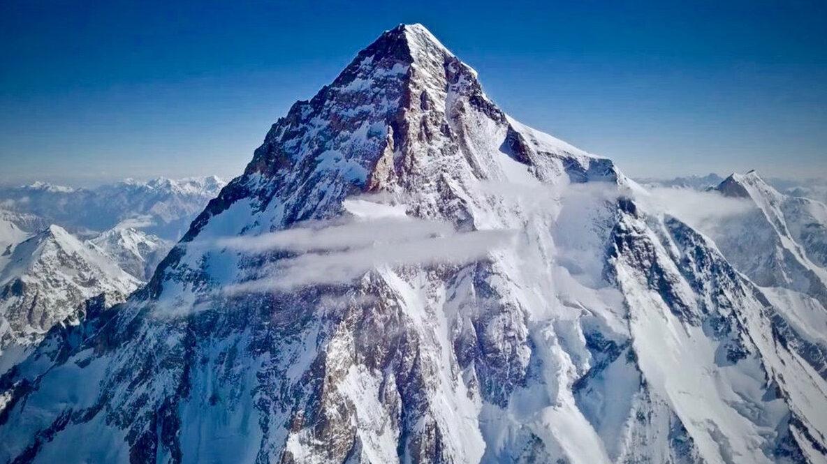 【速報】ネパール人登山家、世界初となるK2冬季登頂を達成