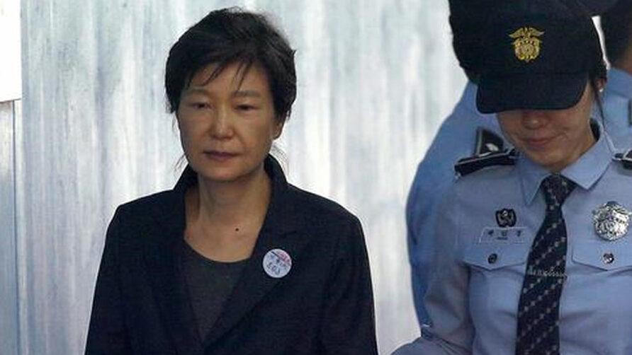 【悲報】元大統領朴槿恵、懲役20年