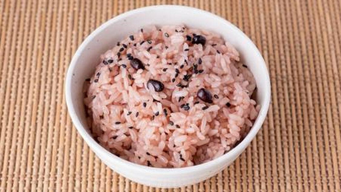 横浜の小学校、3.11の日の給食に赤飯を出そうとしていた