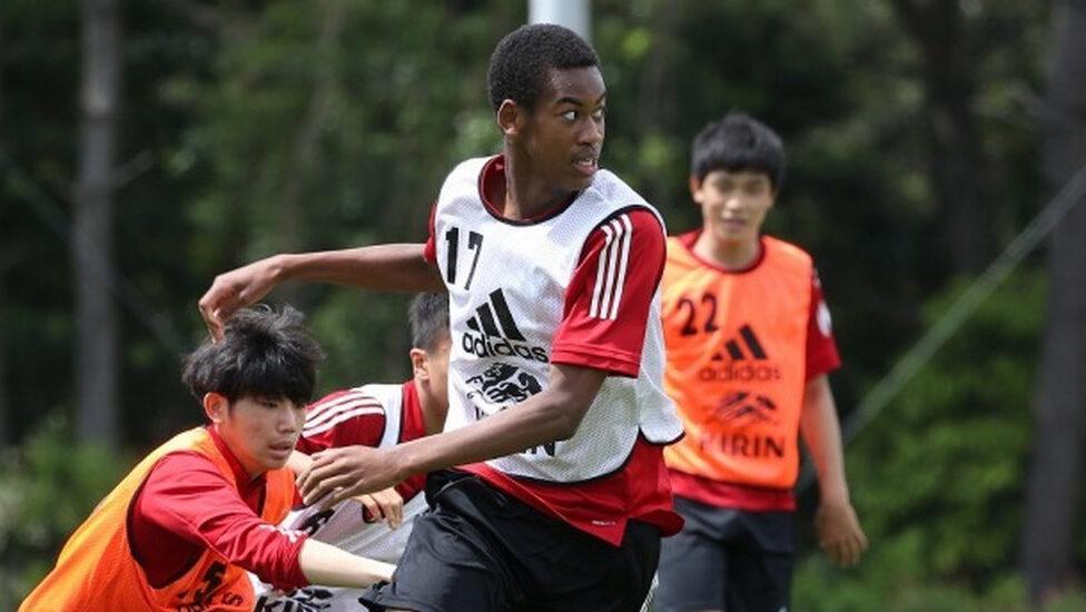 【朗報】日本サッカー界に198cm(15)の逸材が現れる!