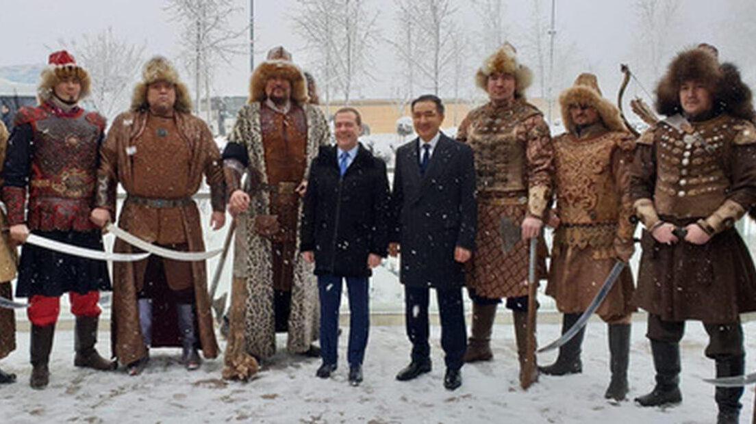 名前 モンゴル 人 モンゴル人のフルネームの例を教えてください。朝青龍のフルネームなど