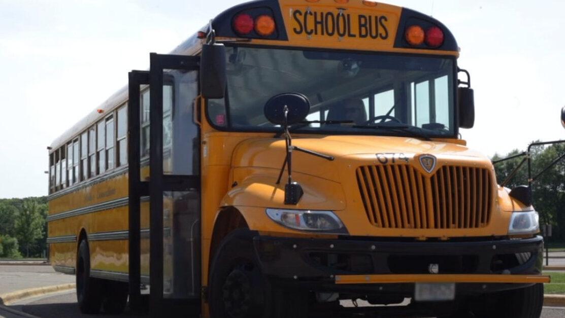 【学校】菅首相、送迎スクールバスの全国事業化を検討する